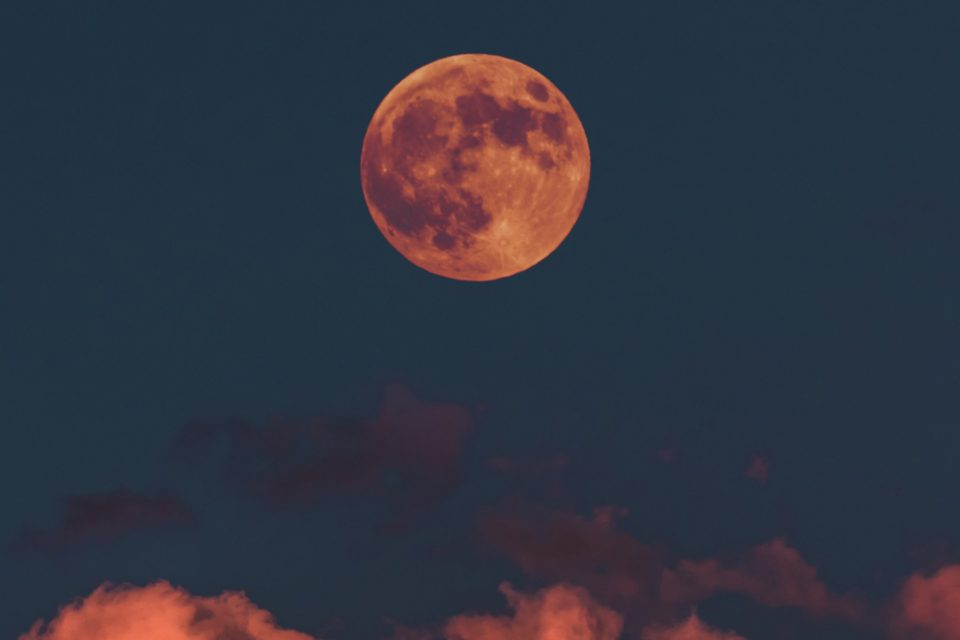 June 2019 Full Moon: a deep phase for your emotions and dreams