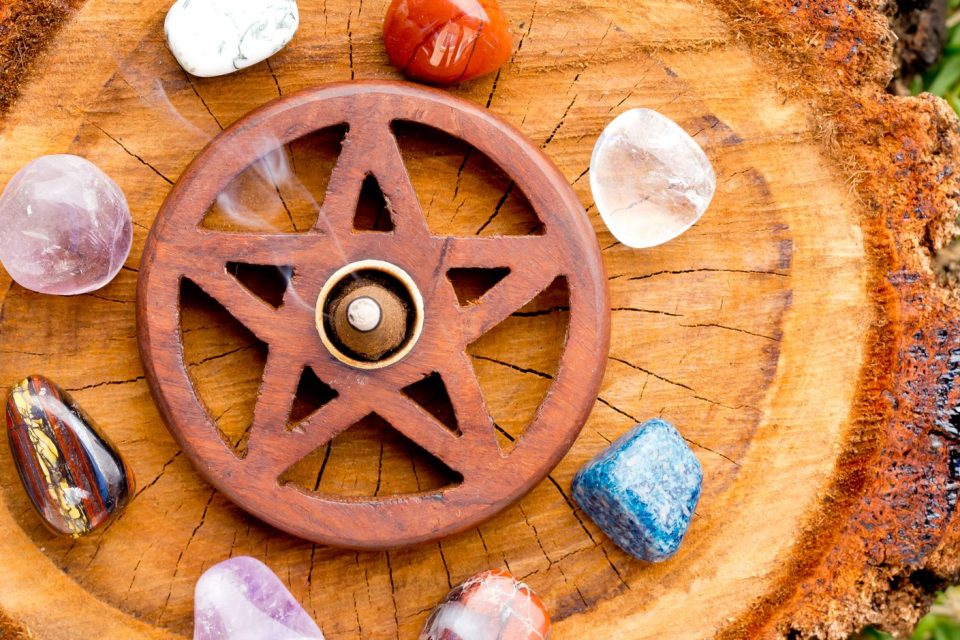 Wicca crystals: the power of crystal magic - WeMystic